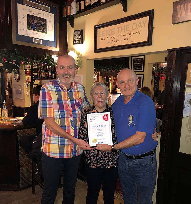 The Duke receiving 21 Year CAMRA Service Award